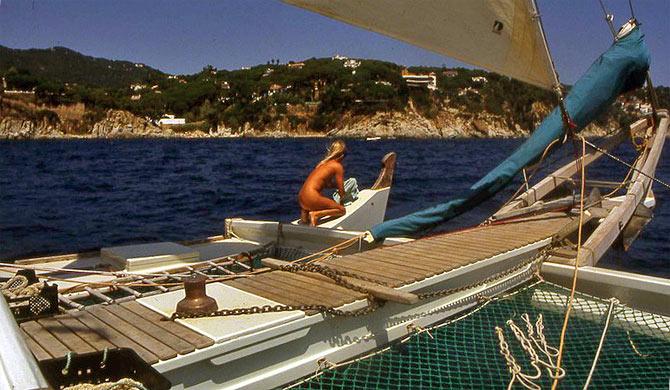 Expendable, unsinkable, catamaran hulls