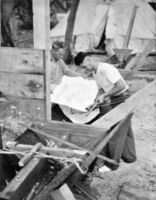 Bisschop building Kaimiloa starboard hull