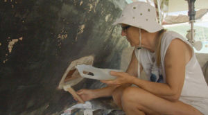 Hanneke repairing the hull