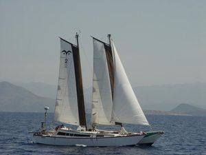 Kiboh with her sails up