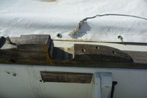 Mast supports in bad condition
