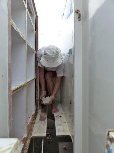 Hanneke working in a narrow gap