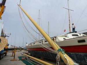 The crane lifting a mast on to Gaia