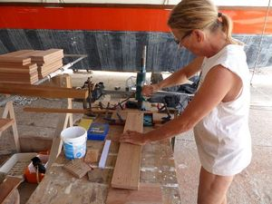 Hanneke drilling the new slat pieces under Gaia