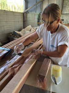 Hanneke glueing the scarfs of the platform slats