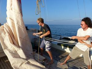 Pierre-Yves and Michael hoisting the mainsail