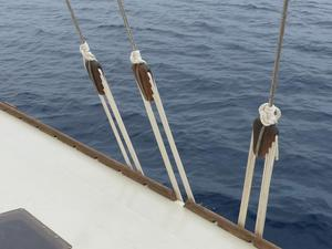 Main sail and mizzen sail shrouds