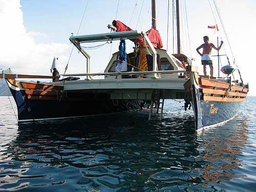 Islander 55 stern