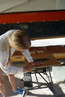 Hanneke working under the platform