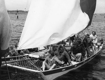 Tane sailing with many people aboard