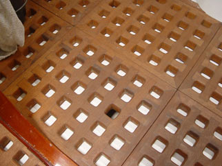 Wooden floor gratings
