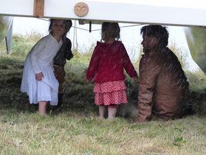 Small children under Mana platform
