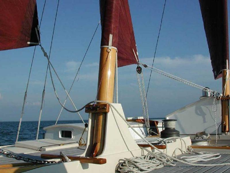 Alternative fitting of main mast step
